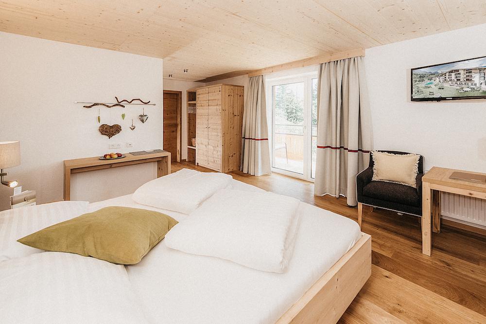 Alpen_Yoga_Retreat_Naturzimmer_Morgensonne